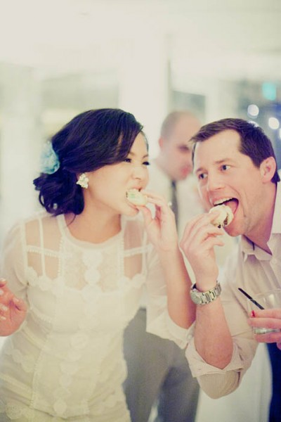 festa de casamento com comida e bebida