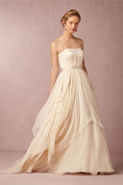 Noiva elegante para casamento no verão