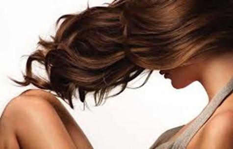 Como preparar o cabelo antes de fazer luzes e outras químicas