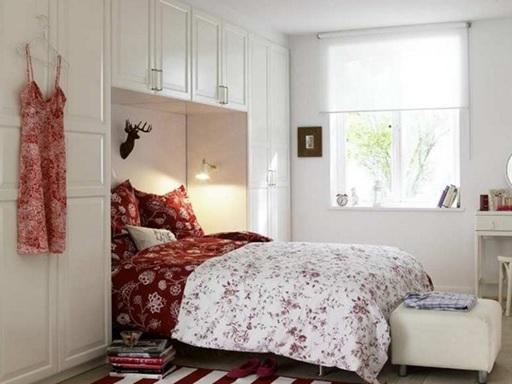 Guarda roupa em volta da cama para decorar o quarto pequeno