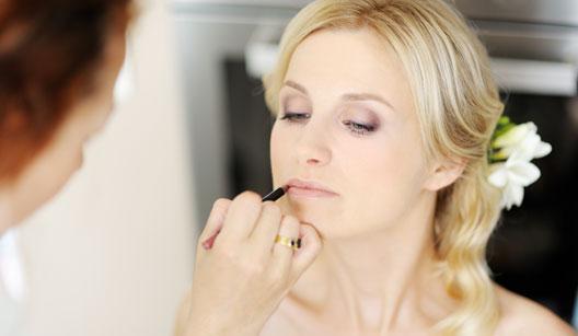 Não retocar a maquiagem é um dos erros de beleza