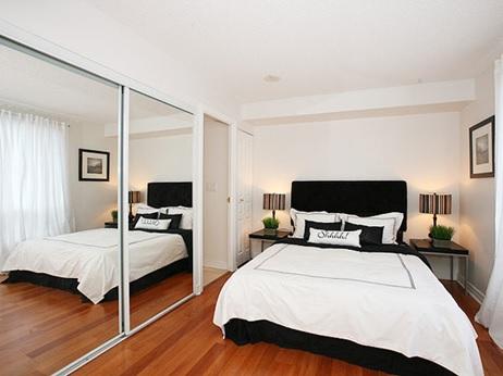 Guarda roupa com espelho para decorar o quarto pequeno