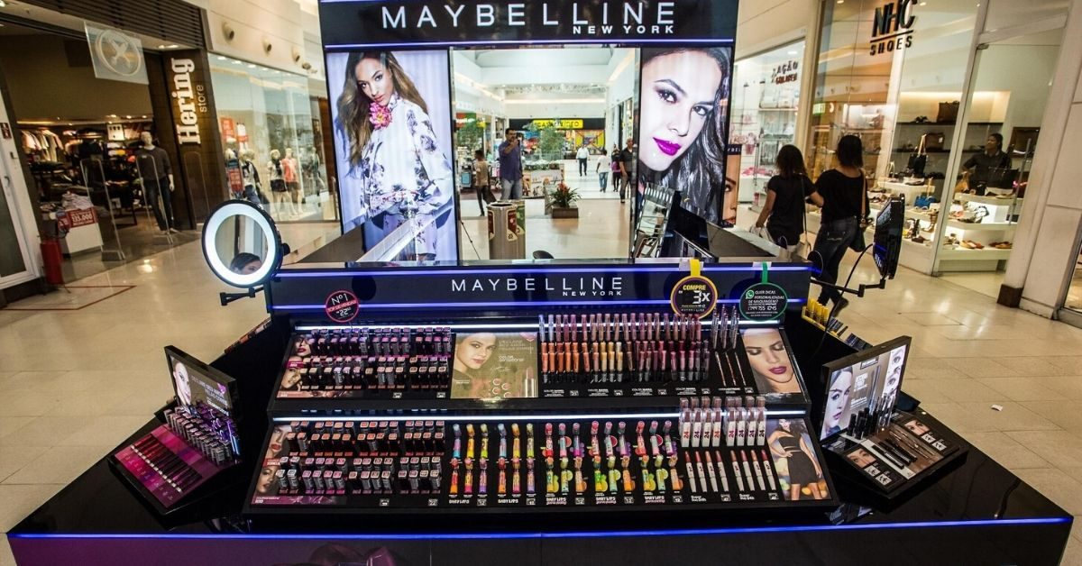 Quiosque de produtos Maybelline