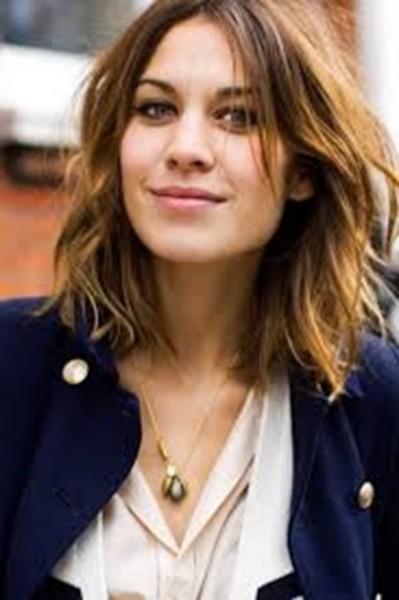 Opção de penteado para cabelos de comprimento médio