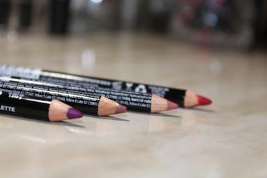 batons e lápis de boca