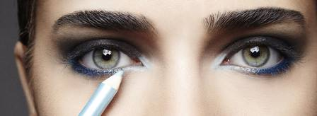 maquiagem feita com lápis