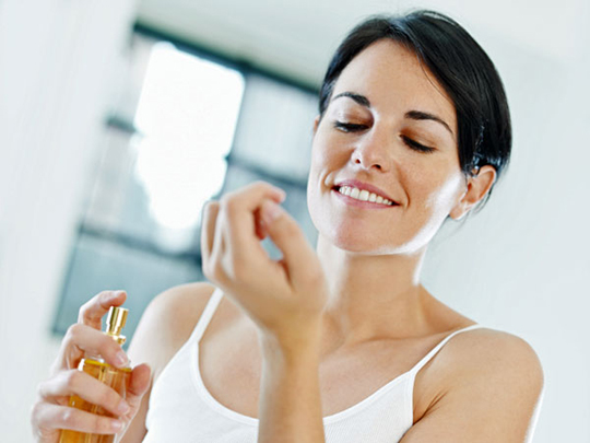 como aplicar o perfume