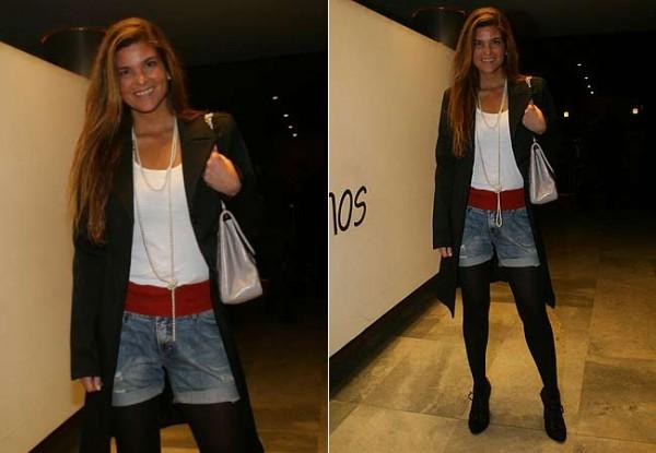 Cristiane Oliveira usando Meia-calça Transparente