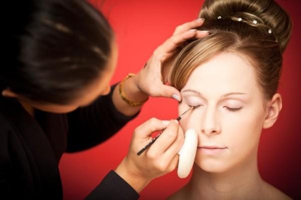 maquiando a noiva