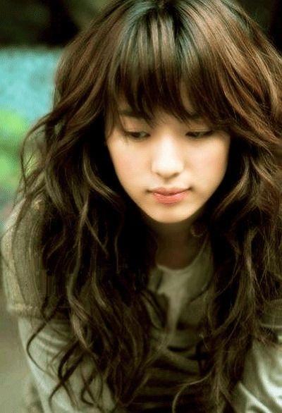 moça com o cabelo longo