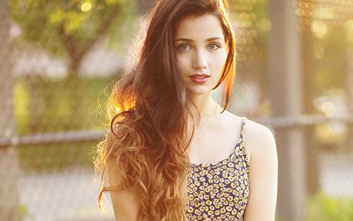 mulher com o cabelo comprido