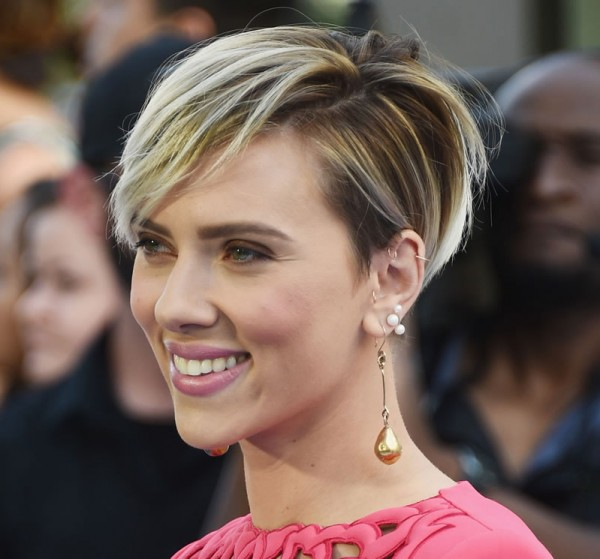 Cabelo estilo Joãozinho de Scarlett Johansson