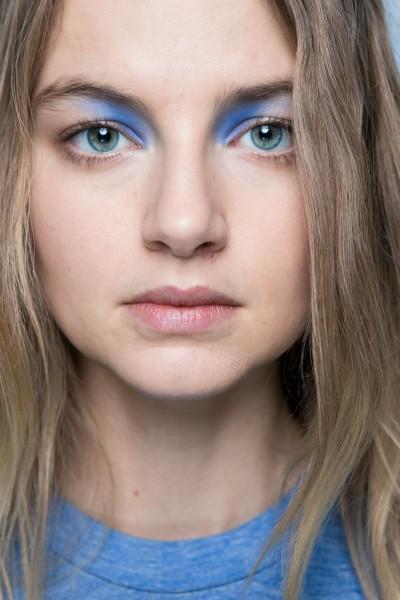 pincelada de azul nos olhos