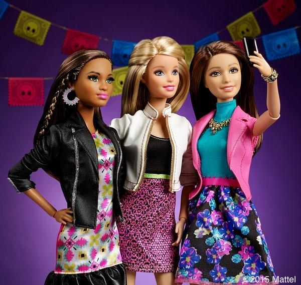 Barbie fazendo selfie