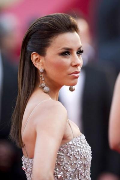 Foto de celebridade que adotou Slicked back hair