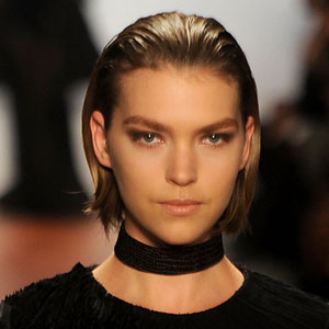 Foto de modelo usando Slicked back hair