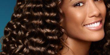 como cuidar de cabelos cacheados longos