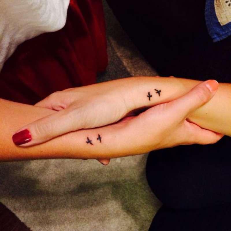 tatuagem de passarinhos para mãe e filha