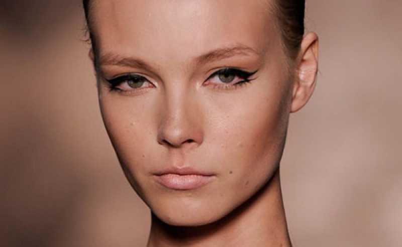 Maquiagem com delineado duplo