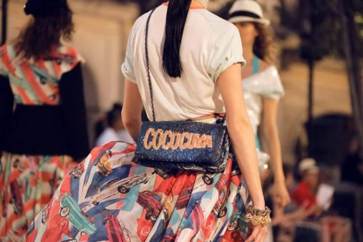 A bolsa que chamou atenção dessa vez foi a que imita uma caixa de charutos (produto famoso e icônico de Cuba).