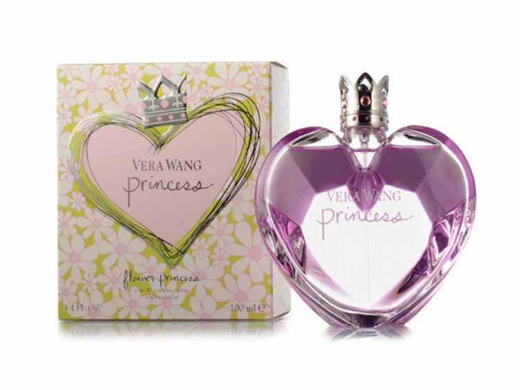 Com notas de maçã, merengue, mandarim e damasco, Princess é uma fragrância encantadoramente doce, mas sem exageros.