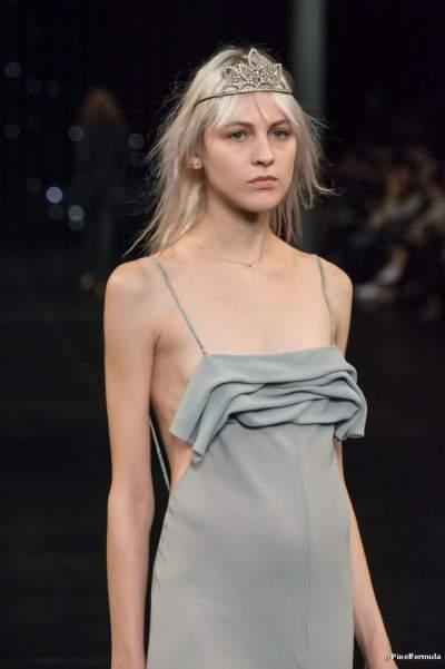 A mulher que aposta no babado nos seus looks é mais feminina e deixa a sua silhueta mais criativa