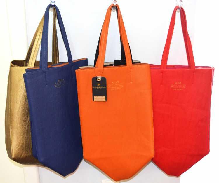 Uma das peças que promete chegar para ficar na primavera/verão 2017 é a bolsa saco