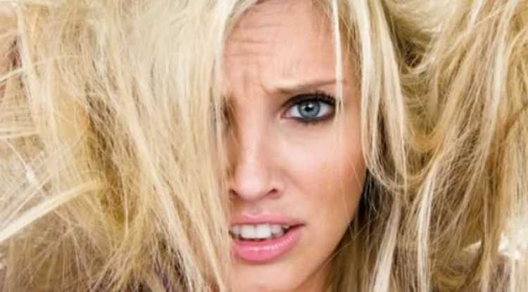 Aprenda reconstruir o cabelo danificado passo a passo