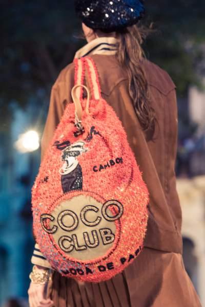 As bolsas transpassadas e mochilas também tiveram vez nessa coleção da Chanel em Cuba.