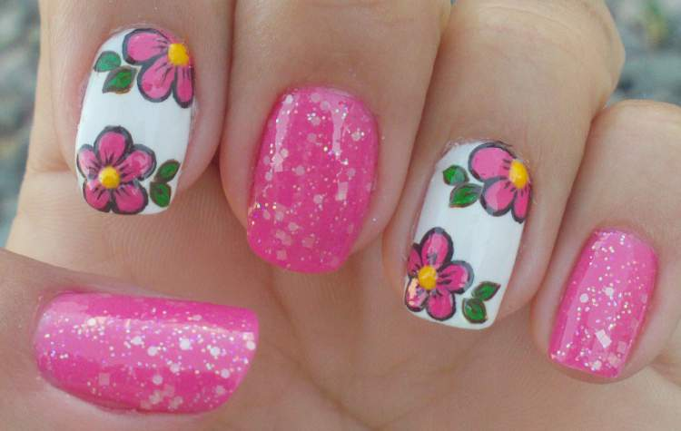 foto de unhas decoradas com flores