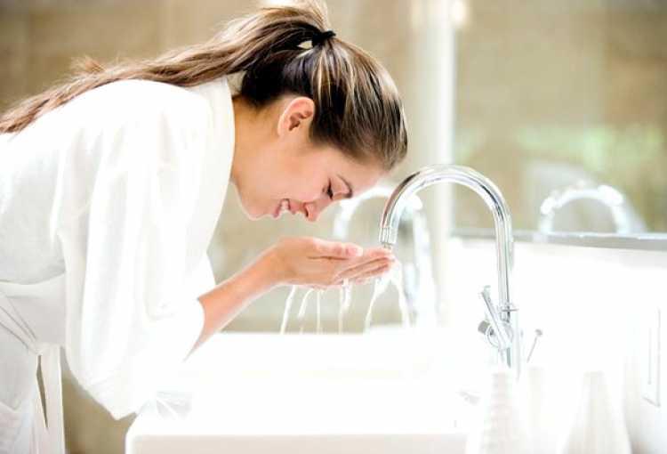 Limpeza da pele para tirar a poluição