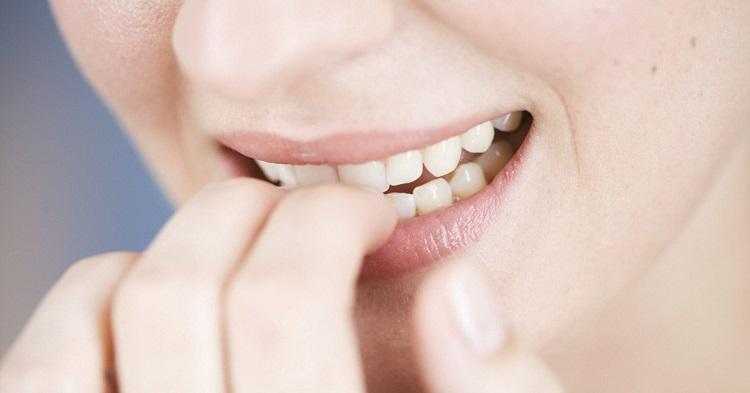 O hábito de roer as unhas é um reflexo da ansiedade