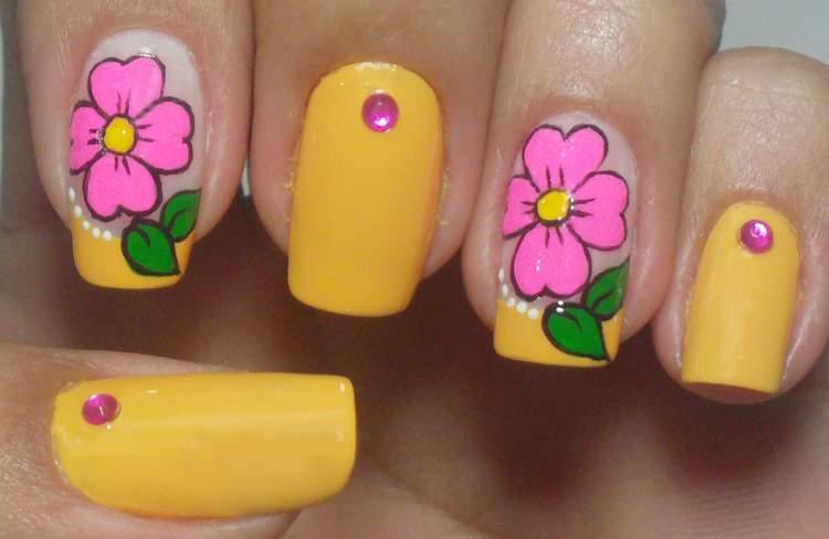 Desenhos de flores para unhas Amarelo