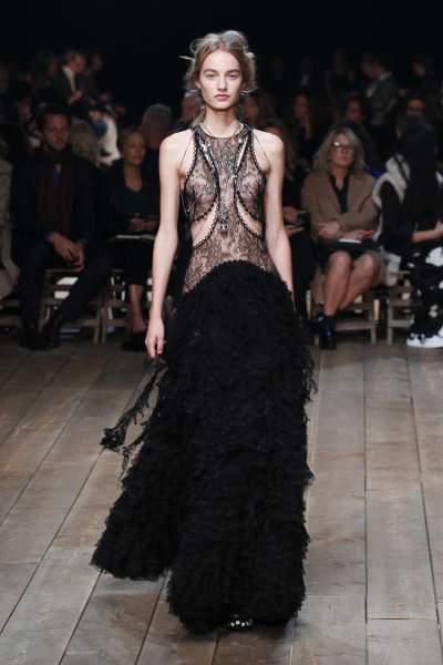 Assim como os lindos vestidos vitorianos serviram de inspiração não podemos deixar de destacar que as lingeries históricas também estão num lugar de destaque