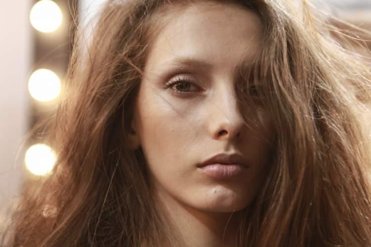 cabelos naturais é uma das tendências para o verão 2017