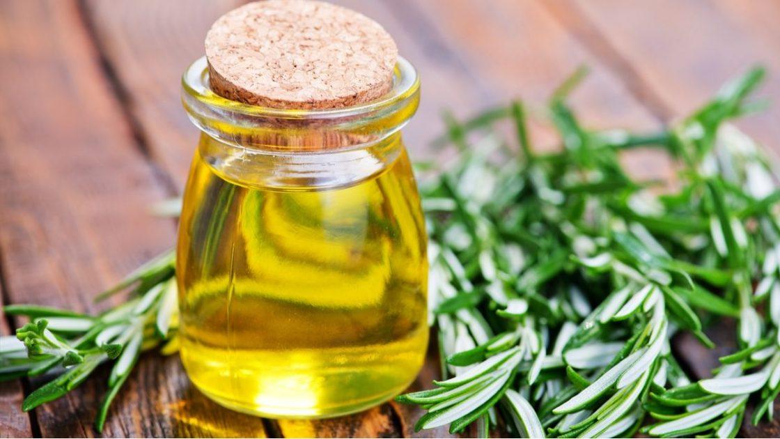 Receita caseira com óleo de alecrim para o cabelo crescer mais rápido