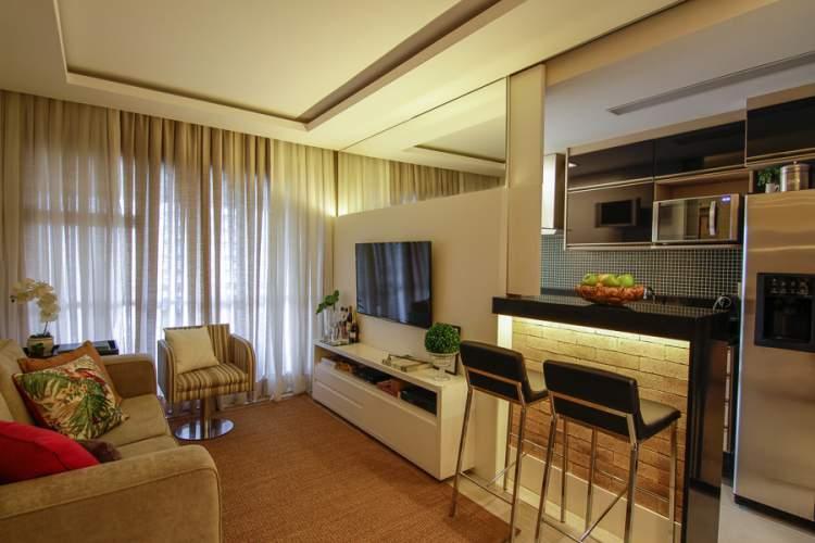 cozinha pequena integrada com sala de estar