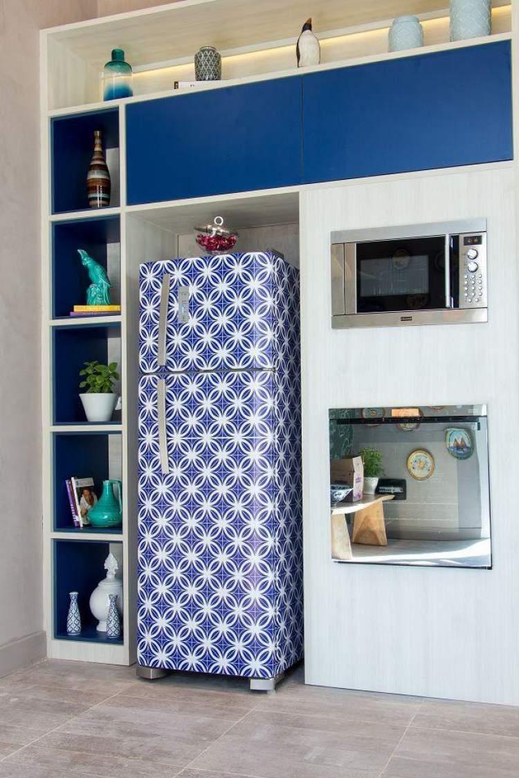 geladeira adesivada para decorar apartamento alugado