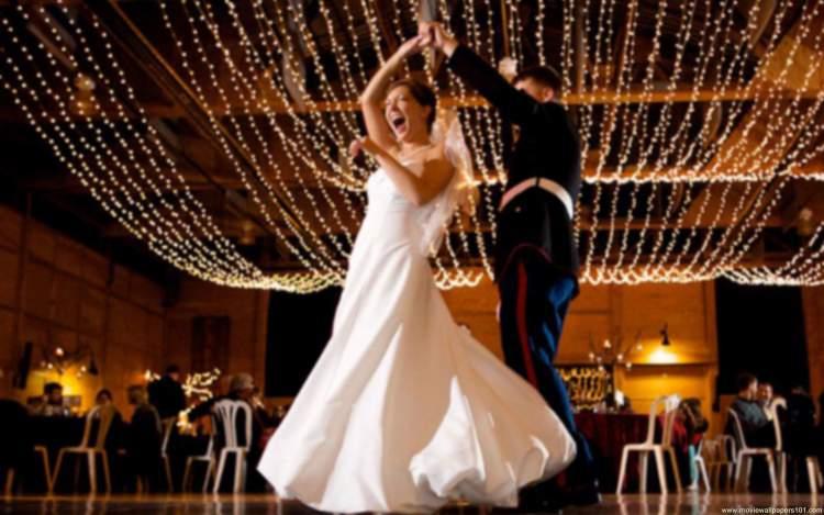 iluminação com pisca pisca para decorar um casamento simples