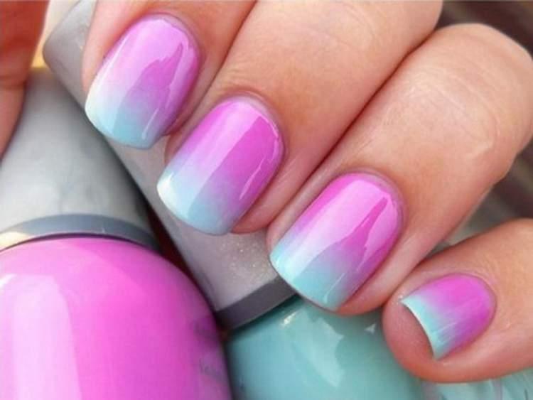 unhas decoradas com esponja é uma das tendências para 2017