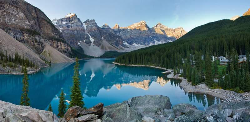 Lago nas Montanhas Rochosas do Canadá