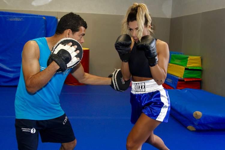 Nagila Coelho Treinando Boxe