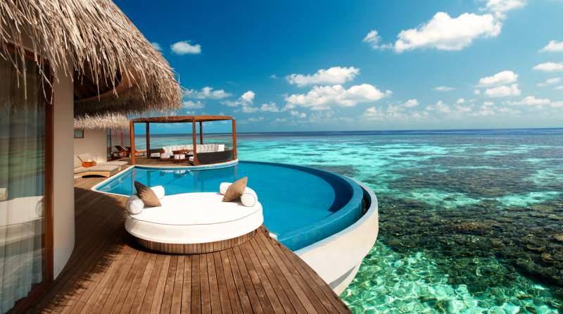 bangalô sobre as águas nas ilhas-maldivas