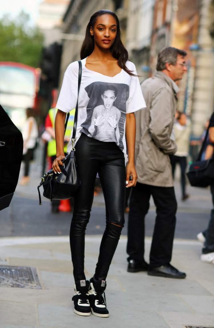 Look com legging e camiseta