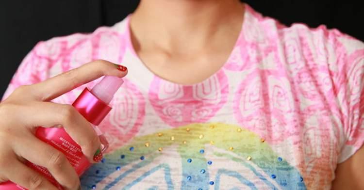 borrifar perfume na roupa é errado