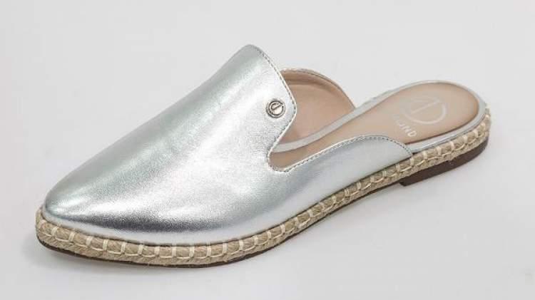 calçado feminino mule prata da dumond