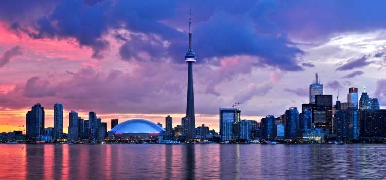 Canadá é um dos destinos mais baratos e seguros para viajar sozinha
