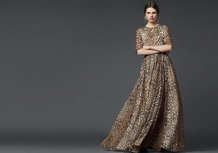 vestido longo com estampa animal print para usar de dia