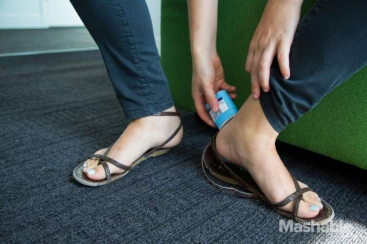 Desodorante para evitar machucado de calçados de tiras