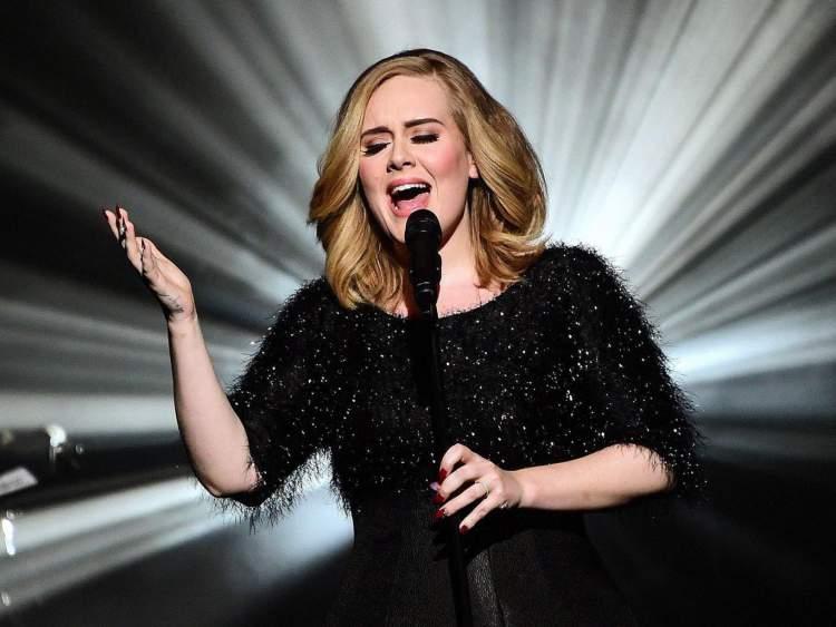 Adele é contra os padrões de beleza